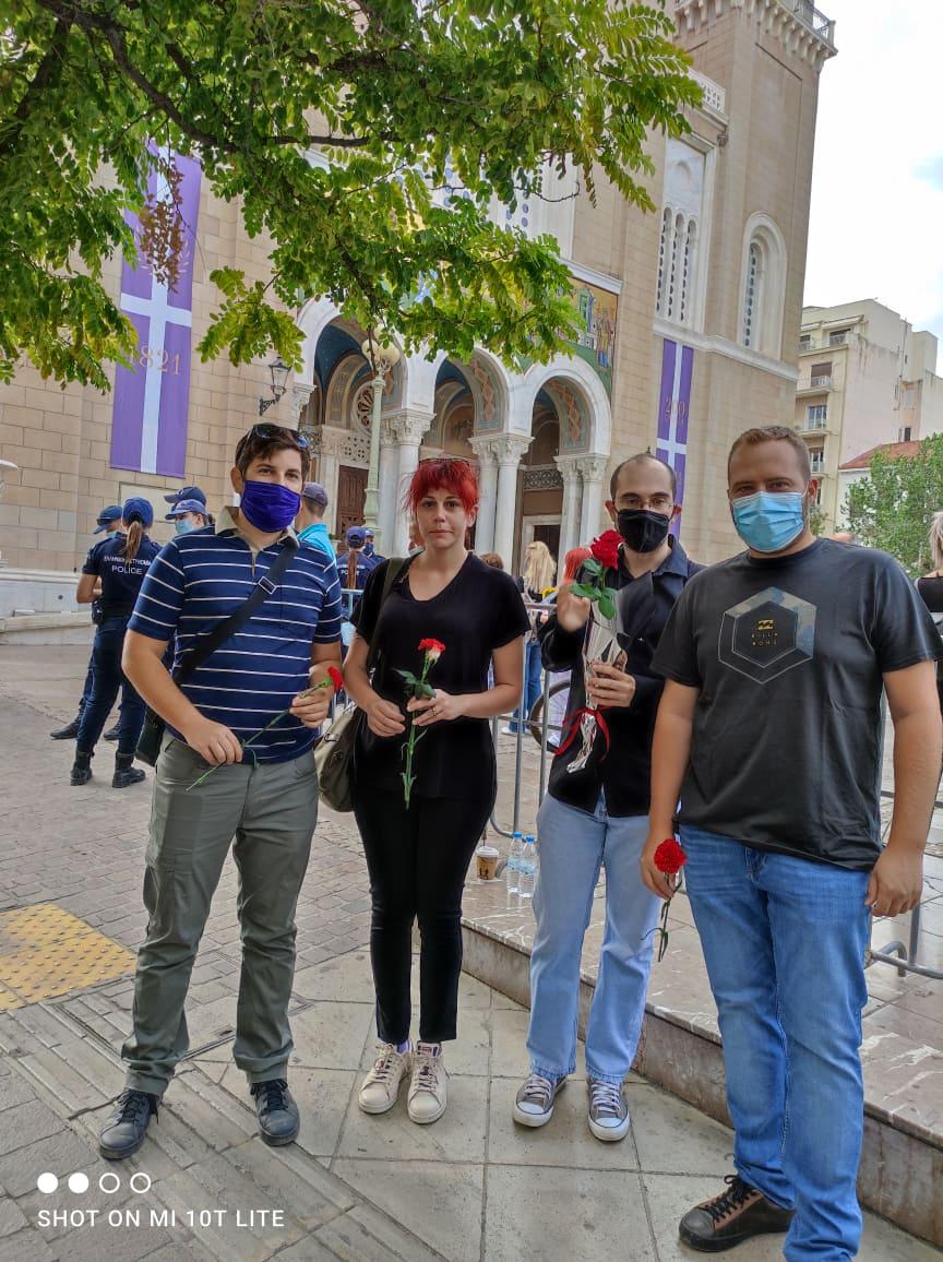 Αντιπροσωπεία της Νεολαίας ΣΥΡΙΖΑ και του ΣΥΡΙΖΑ-ΠΣ αποχεραιτούν τον Μίκη Θεοδωράκη