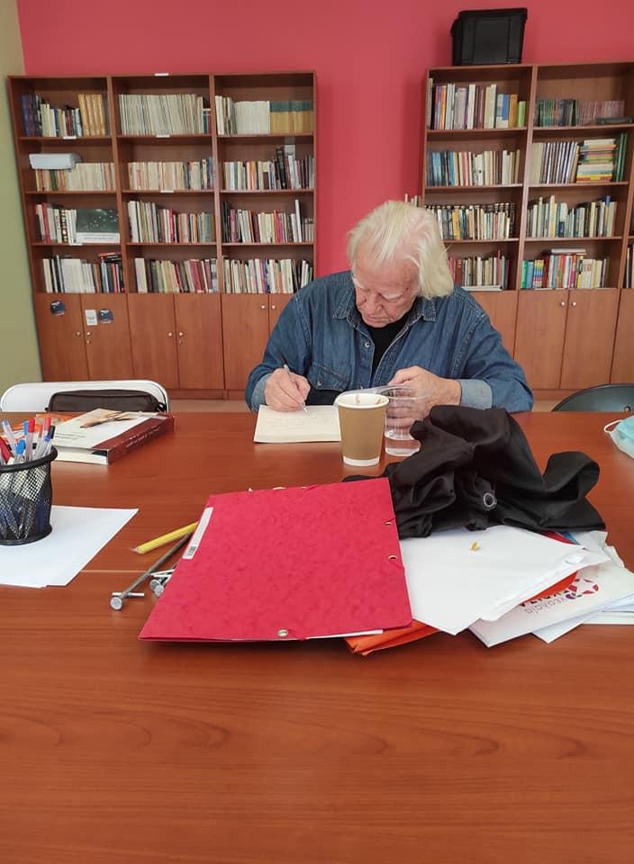 Ο Γ. Μότσιος δώρισε στην Νεολαία ΣΥΡΙΖΑ τα δύο τελευταία του βιβλία